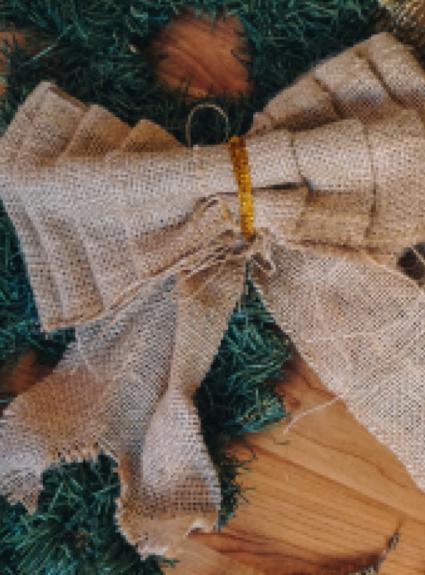 DIY Burlap Bow + Thrifted Christmas Decorations