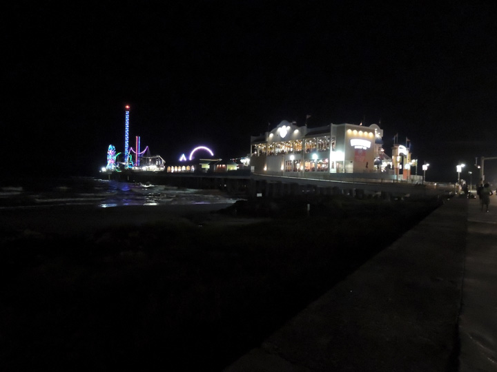 Pleasure Pier Galveston TX night - What to do, see, eat and explore while in Galveston, TX | oldworldnew.us