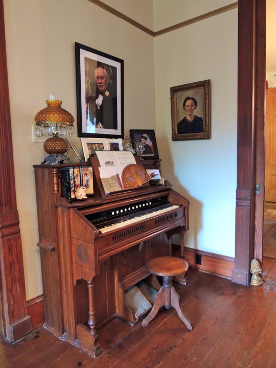 antique vintage piano coppersmith inn