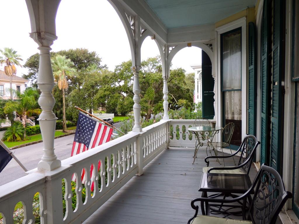 coppersmith inn victoria's room porch