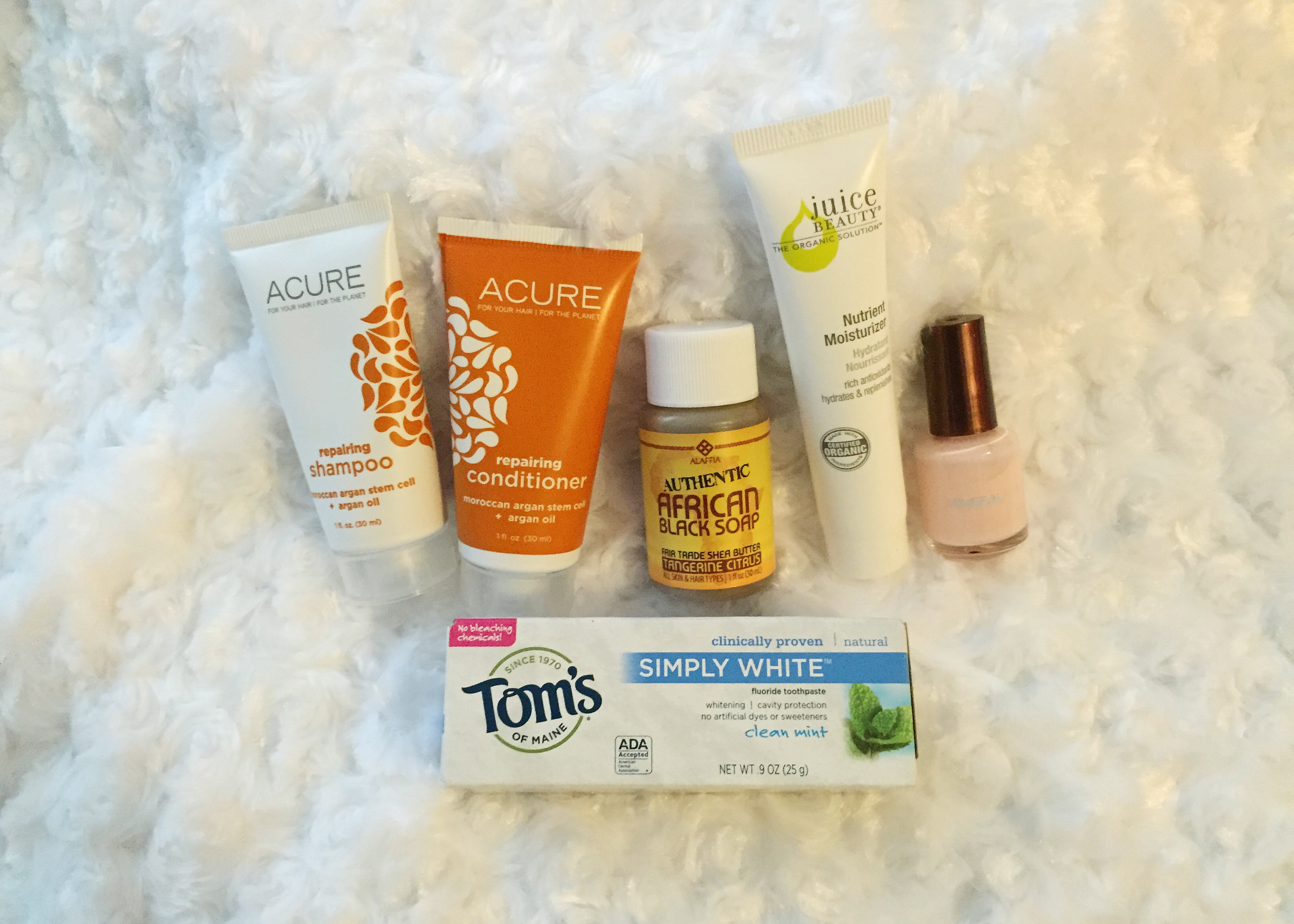 What's In My Sustainable Weekend Bag? + [GIVEAWAY CLOSED]