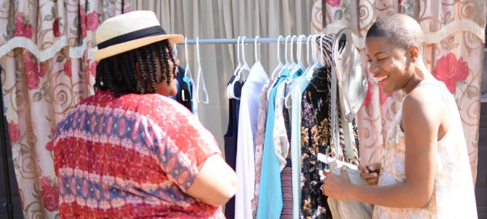 tips to host a clothing swap