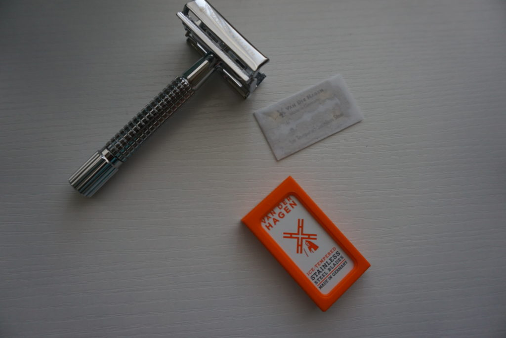 safety razor (van der hagen) for less plastic pollution, an easy sustainable living tip via Old World New